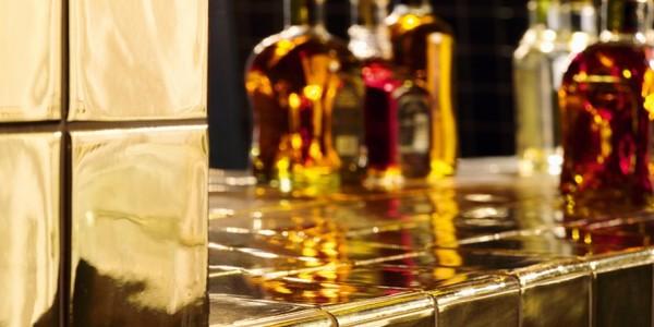 Gouden wandtegel special hotelketen